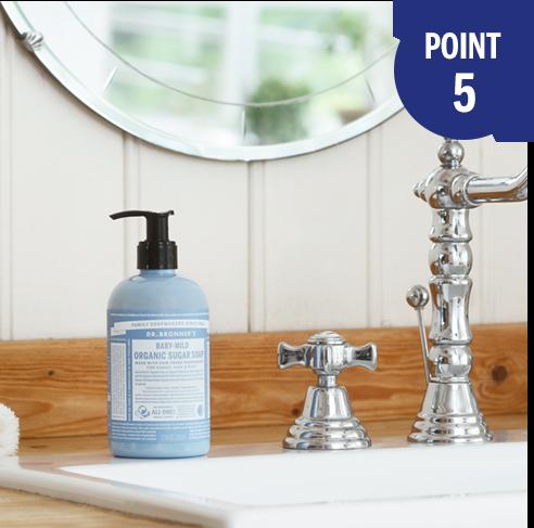 ドクターブロナーのオーガニックシュガーソープは、使いやすいポンプ式。さらに、カラフルでかわいいボトルなので、バスルームや洗面台が楽しい雰囲気に。プレゼントにもおすすめです。
